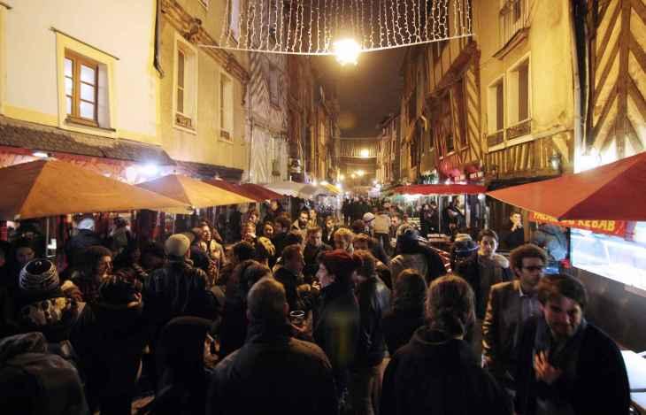 2048x1536-fit_rue-saint-michel-rennes-surnommee-rue-soif-lors-trans-musicales-2014